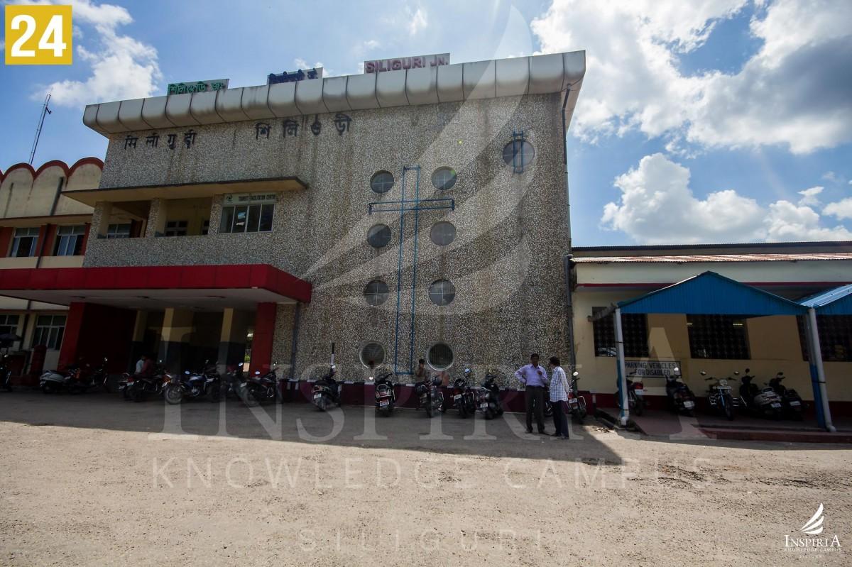 Siliguri-Junction-Station-Railway-outside