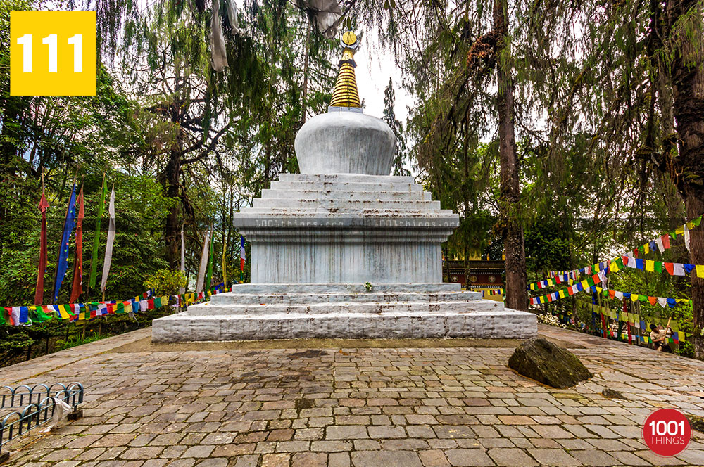 Norbugang-Chorten-and-coronation-throne,-Chorten