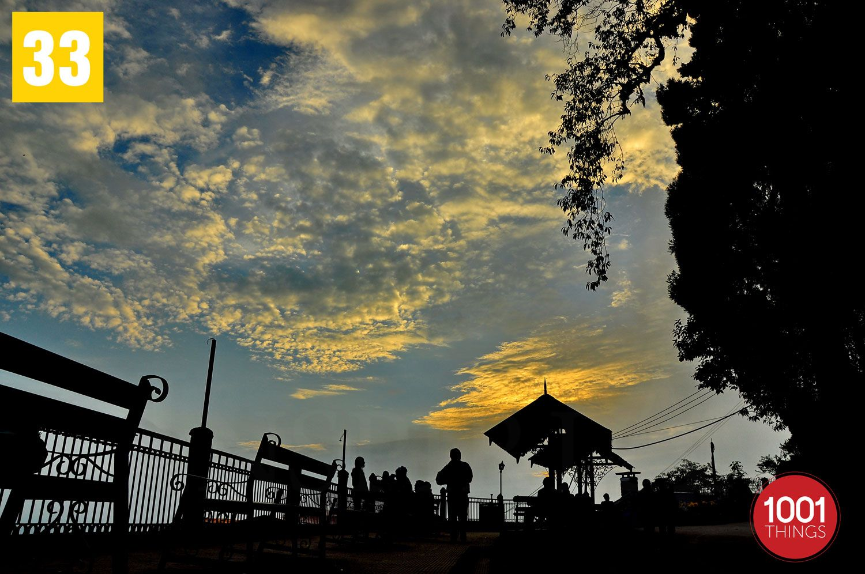 Silhouette-at-Darjeeling-wb