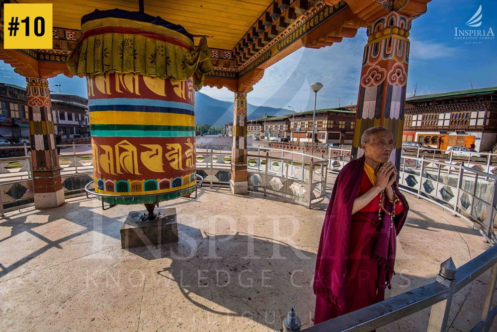 ringpong-dzong-paro-monk-praying-bhutan