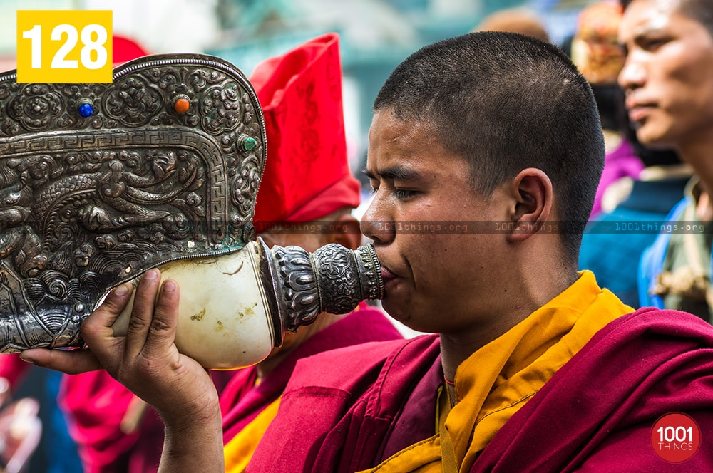 monk-blowing-conch-shell